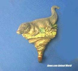 alligator figurine wall hanging