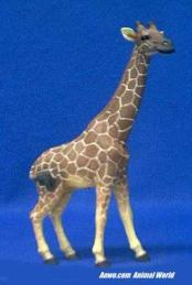 giraffe figurine statue