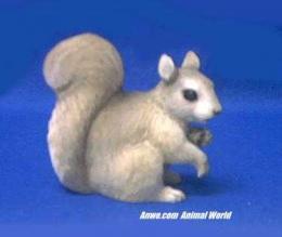 squirrel figurine statue
